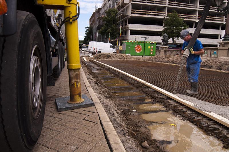 Beton storten op 20 juli 2012. (Foto: Arthur van Beveren)