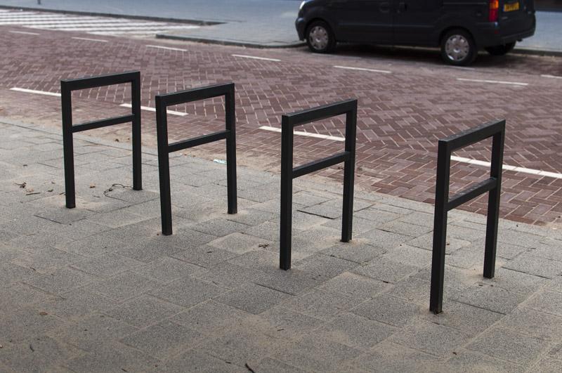 De nieuwe fietsrekken waarvan er een aantal geplaatst zijn. (Foto: Arthur van Beveren)