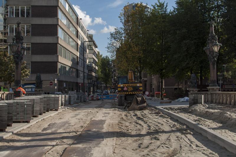 In oktober is de brug klaar om opnieuw betegeld te worden. (Foto: Arthur van Beveren)