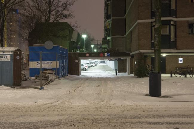Leuvekwartier in de sneeuw, garage Scheepmakerskade