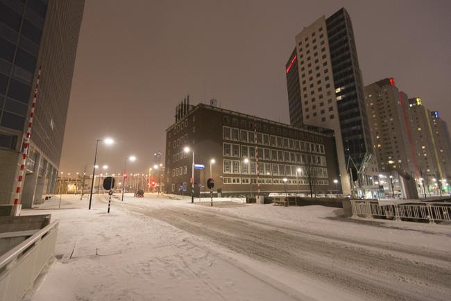 Leuvekwartier in de sneeuw, voormalige bijbank van de Nederlandse Bank