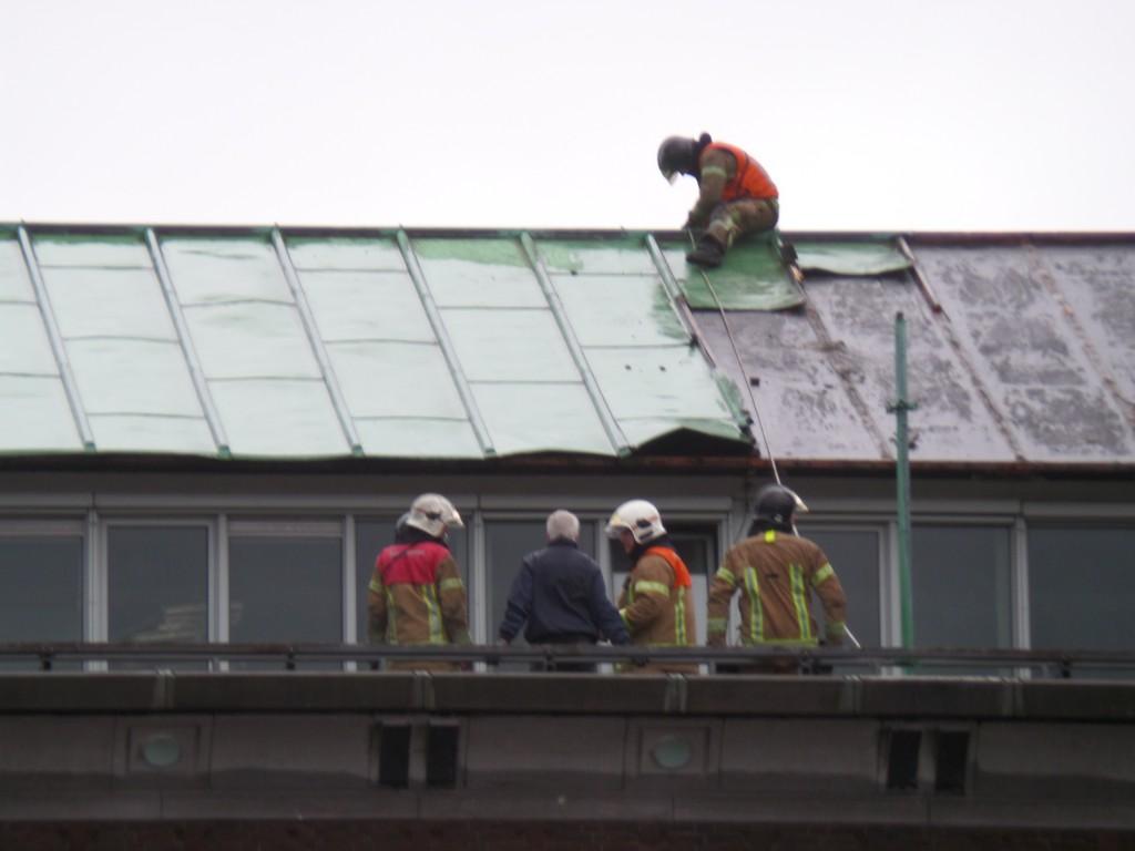 De losgeraakte stukken dakbedekking zijn verwijderd