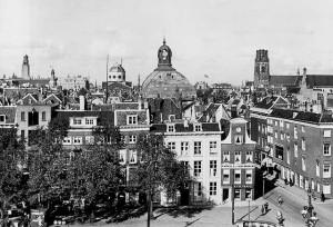 Wijnhaven/Posthoornsteeg, ter hoogte van de Regentessebrug 1920-1940